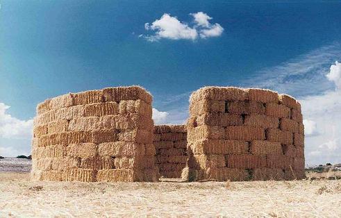 Solo en Rodenas, 1998. Instalación con balas de paja. Ródenas, Teruel.