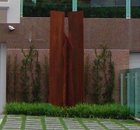 Totem, escultura em ferro 3,70m alto