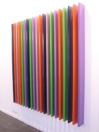 Cutmorewindows, 2006. Aluminio policromado. 20 piezas. 200 x 200 x 15 cm.