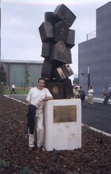 Monumento a Luis del Olmo
