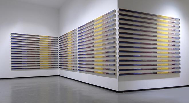 REF 1048. CUADROS IGUALES. 2009. Serie de 60 unidades. 305 x 7 x 5 cm unidad. Ac