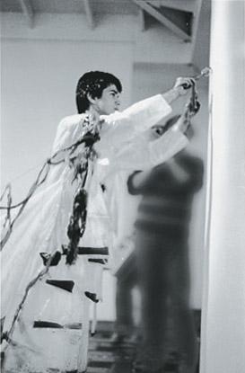 10 de marzo de 1982. 1982. Acción corporal realizada con vísceras humanas tejida
