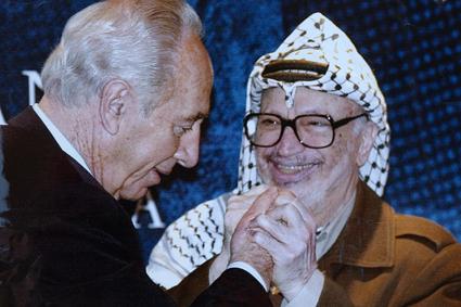 Shimon Peres y Yassir Arafat