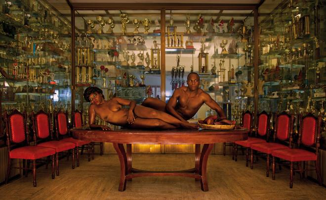 Serie Ensayando la Postura Nacional. Fotografia y Cine. 2010.