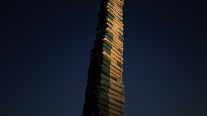 Coluna infinita, 2011 still de vídeo