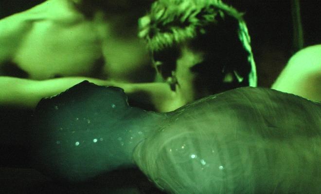 Fotograma del vídeo City of Worms