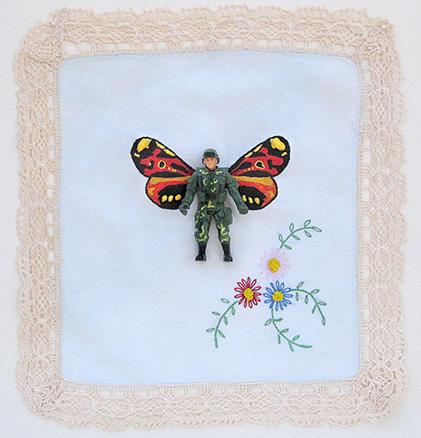 Monarca n. 2 | lenço antigo, bordado à mão, soldado de plástico | 2012