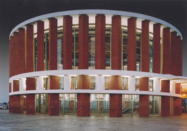 Atocha, 2004. Fotografía digital sobre papel. 220 x 325 cm.