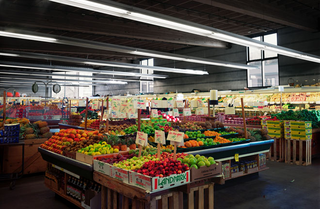 Supermarket I, 2002. Fotografía digital sobre lienzo. Ed. 2. 138 x 192 cm.