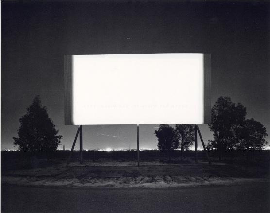 Scottsdale Drive In, 1993. Fotografía en blanco y negro, 51 x 61 cm.