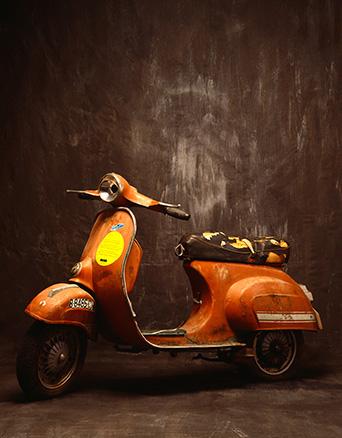 La Moto. Tinta pigmentada y barniz acrílico sobre tela. 100 x 130 cm.