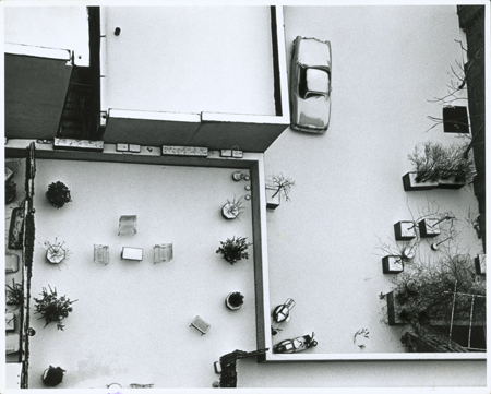 El  pasaje McDougal en invierno, NY, 1965. Estate of A. Kertész. Higher pictures