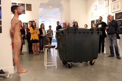 Abel Azcona, Performance Nine container