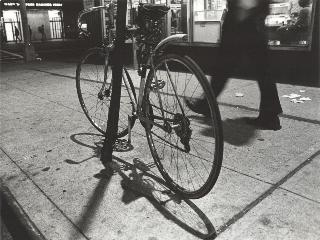 PEREZ-MINGUEZ, LUIS A bicycle in Broadway, mayo 1980