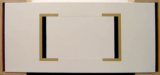 Axel Reusch - UM, pintura epoxy sobre madera, 48 x 137 x 20 cm.