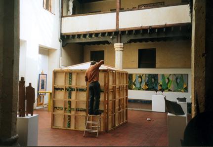 Montaje de la exposición en la Casa de los Picos, 2002. Segovia