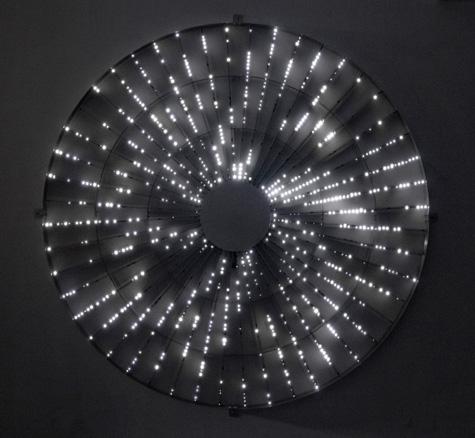 Star, 2008. LEDs, transformadores, circuito eléctrico. 254 cm. diámetro. Ed. 13