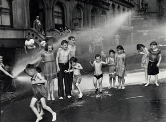 Weegee, Verano, Lower East Side, 1937