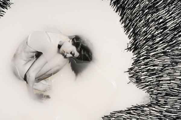 Detalle de una obra Fotografía, hilo bordado y parafina