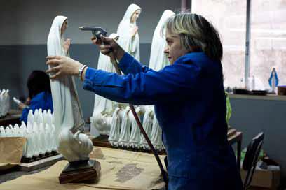 Alexandre Almeida -Kameraphoto, Fábrica de objetos religiosos en Ourém, Mayo 201