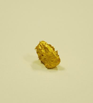 Karmelo Bermejo, Pepita de oro macizo pintada de oro falso, 2011