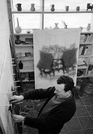 Ramón Masats, Manuel Rivera en su estudio, pza. Dos Castillas, Madrid, 1960