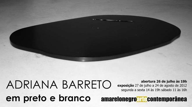 Adriana Barreto, em preto e branco