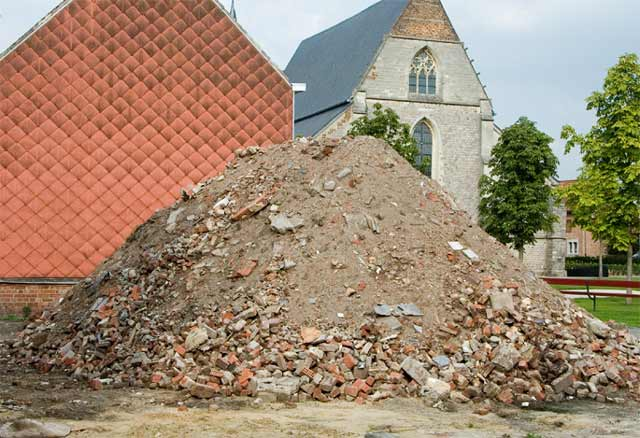 Lara Almarcegui, The Rubble Mountain, Sint-Truiden, 2005