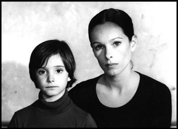 Carlos Saura, Geraldine y Ana Torrent, 1975