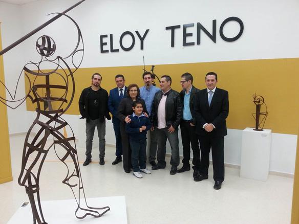 familia y alcalde en el museo de artesanos