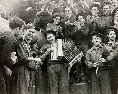 Marinos tocando en el acorazado Jaime I, Almería, 1937