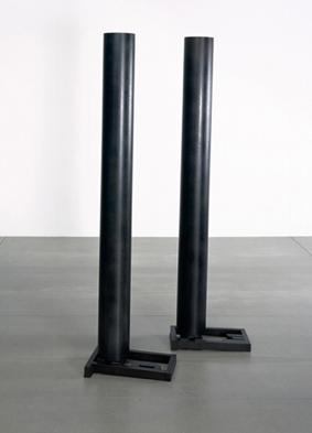 Sergi Aguilar, Ras, 2004, acero, 199,5 x 50,5 x 31 cm.