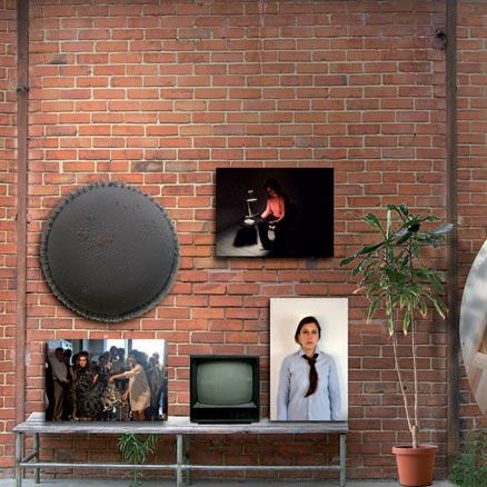 Imagen del almacén de Gloria Heldmound con obras de las artistas