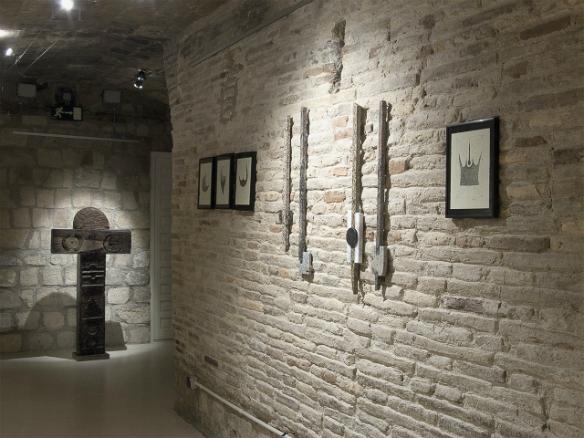 Vista de la exposición Geometría y símbolo activo de Pedro Tramullas.