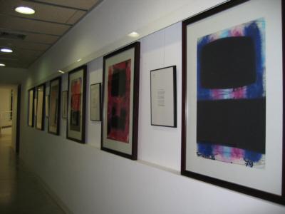 Obras de Fornells-Pla junto a los poemas de Joan Brossa que las inspiraron