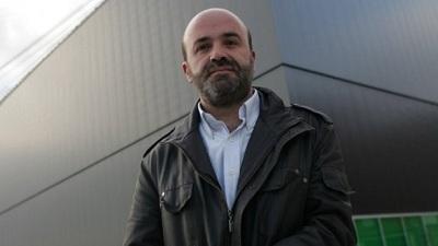 Javier Manzanos Garayoa, junto al edificio Centro de Arte Contemporáneo Huarte. | Javier Manzanos Garayoa, nuevo director del Centro de Arte Contemporáneo Huarte