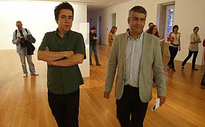 Karmelo Bermejo e Iñaki Antelo, director del Marco | Karmelo Bermejo y Antonio Ballester, artistas de Maisterravalbuena, inauguran en centros públicos