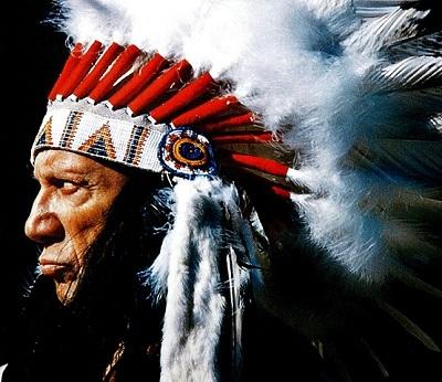 David Douglas Duncan. Picasso con tocado plumas j. indio, regalo de Gary Cooper | Cinco exposiciones conforman el programa del Museo Picasso de Málaga en 2012
