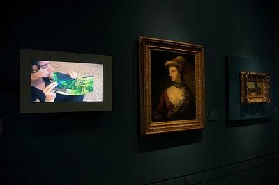 Vista de la exposición Entre tiempos en el Museo Lázaro Galdiano | La colección Jozami, por primera vez en Europa, en el Museo Lázaro Galdiano