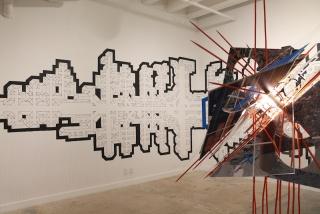 Una vista de la expo con Bejuco, 2018, por Glexis Novoa a la izquierda; a la derecha, Untitled (object of social conduct), 2018, por Rafael Domenech.  Foto: Pedro Avedaño, cortesía de Aldeide Delgado.