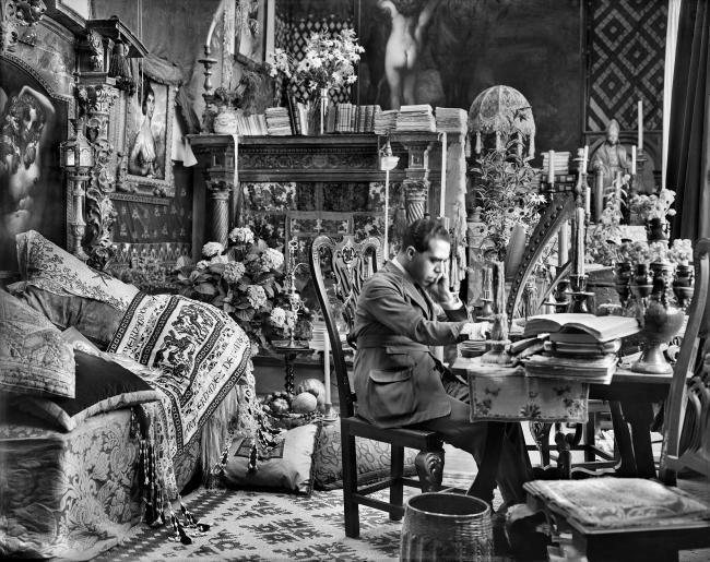 NÉSTOR (Las Palmas de Gran Canaria 1887 - 1938), Néstor en su estudio en Madrid. Foto: Vicente Moreno, ca. 1925-1928. Archivo Moreno Nº 1595_C © Fototeca del Instituto del Patrimonio Cultural de España, Ministerio de Educación, Cultura y Deporte