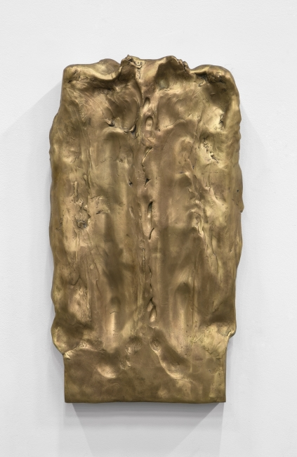 Faciathérapie (Mina Hebbaz) - (CH 422) - Photo. Julie Joubert / Camille Henrot Faciathérapie (Mina Hebbaz), ('Massaged sculptures' series), 2011 Bronce. Edition of 8 77 x 43 x 8 cmKamel Mennour. VEGAP Madrid 2019