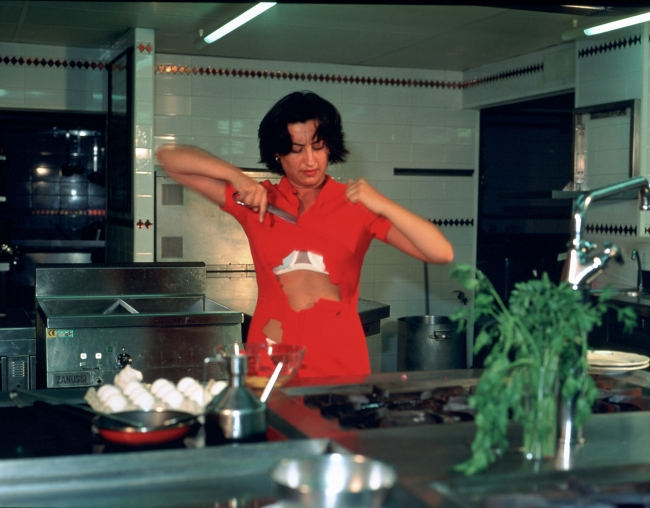 1999 Tortilla española 14 HD Pilar Albarracín, Tortilla a la española, 1999 Acción. Documentación videográfica y fotográfica. Color, sonido, 6'07'' Performance. Video & Photo documentation. Colour, sound, 6'07''. VEGAP Madrid 2019