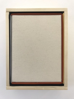 Julia Huete. S/T. Técnica mixta (ensamblado de tela de algodón y madera). 28'5x21'5x7 cm. 2020 — Cortesía de Galería Nordés