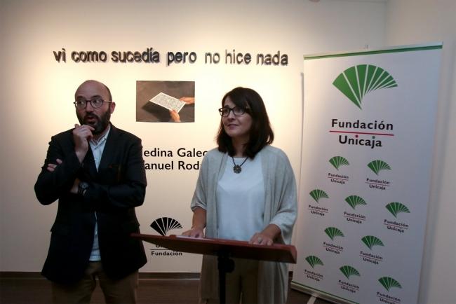 La responsable de Artes Plásticas y Espacios Museísticos de Fundación Unicaja, Emilia Garrido, junto al artista José Medina Galeote — Cortesía de la Fundación Unicaja