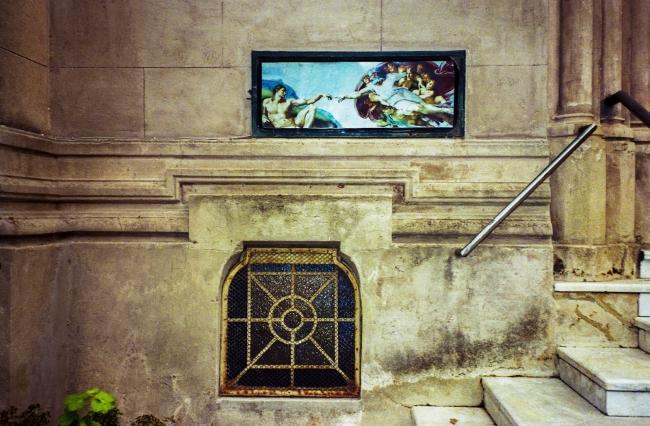 Milagros Lagarejo. Sin título. Montevideo, 2016. Toma directa en película fotográfica color.  Detalle de instalación.