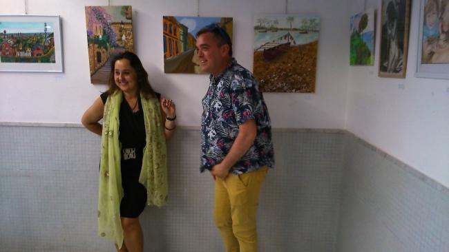 Imágenes de la exposición colectiva Silvia G,Armesto la Tallerista de pintura y organizadora del evento expositivo .