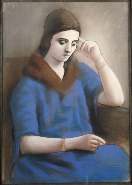 """Pablo Picasso (1881-1973) Olga pensativa, invierno 1923. Pastel y lápiz negro sobre papel vitela , 105 x 74 cm. Musée national Picasso-Paris, Dation Pablo Picasso, 1979. MP993 — Cortesía de Obra Social """"la Caixa"""""""