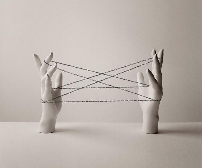 Chema Madoz, S/T, 2014. Fotografía b/n sobre papel baritado, virado al sulfuro, ed. de 15, 60 x 50 cm. — Cortesía de la Galeria Joan Prats