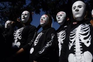 IMAGEN: Marcha del colectivo Ciudadani?a Postivia denunciando el desabasto de medicamento antirretroviral por corrupción - México, 2016